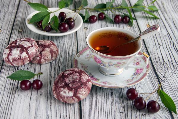 3 فایده نوشیدن چای آلبالو در روزهای گرم
