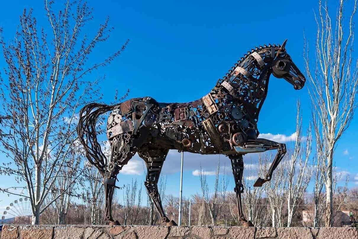 هنرمندی مجسمه سازِ مراغه ای با ضایعات فلزی+ عکس