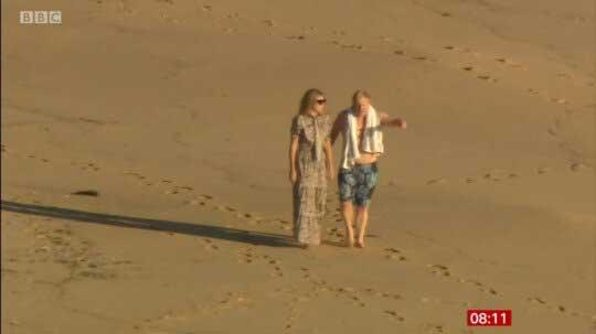 تصویر جنجالی بوریس جانسون با همسرش کنار ساحل