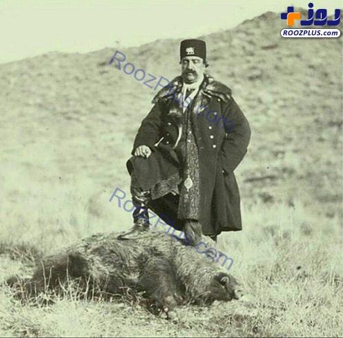 عکسی کمیاب از شکار گراز توسط ناصرالدین شاه