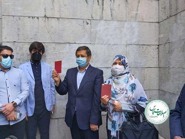 همتی در حسینه ارشاد تهران رای داد