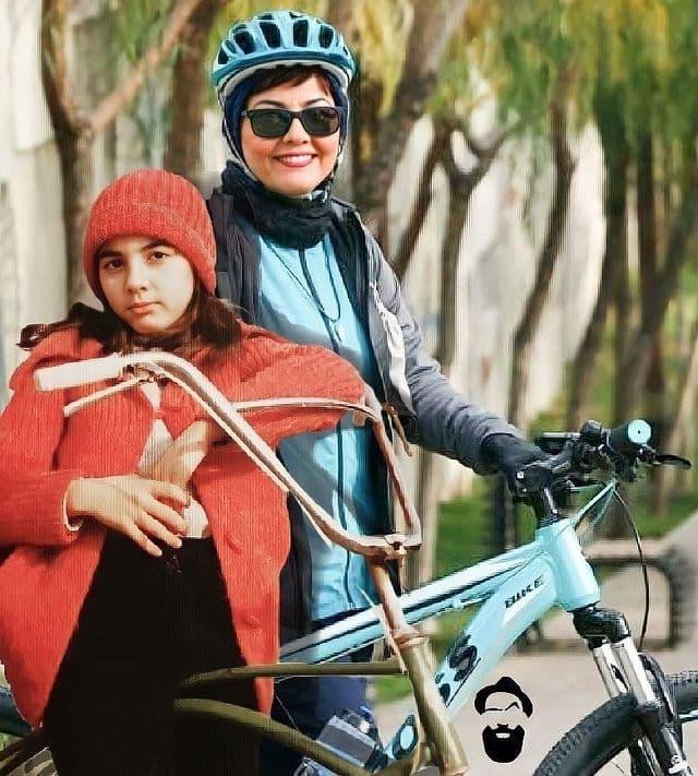 آناهیتا همتی در کنار کودکی اش + عکس