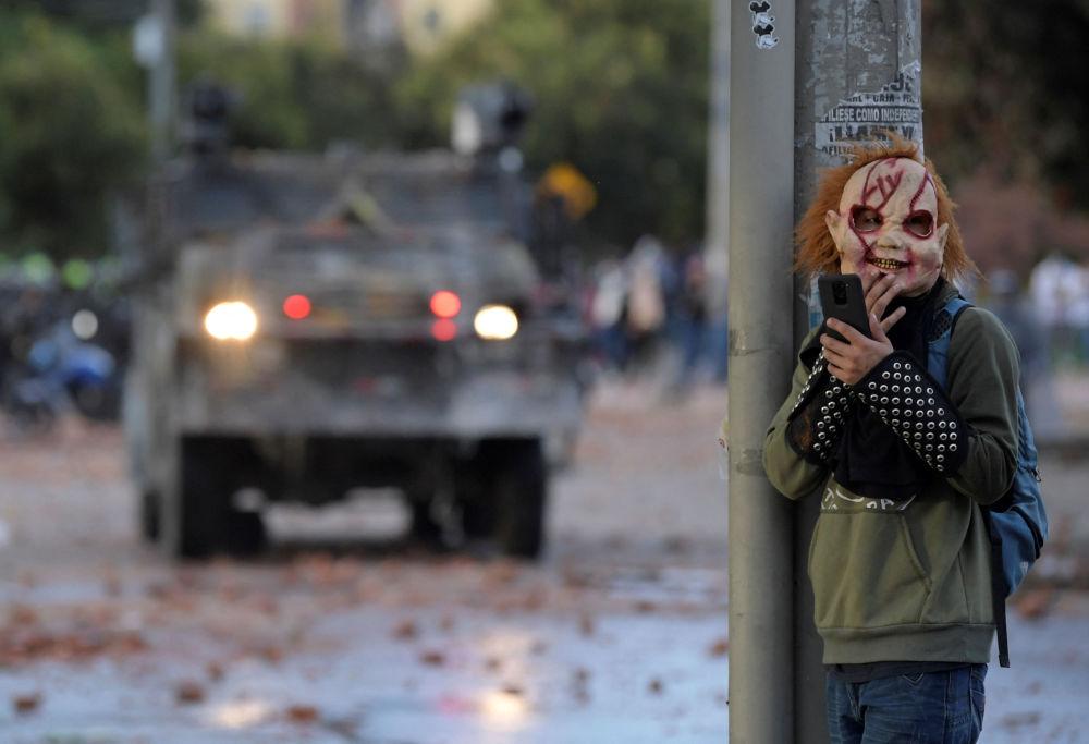 ماسک ترسناک معترض کلمبیایی + عکس