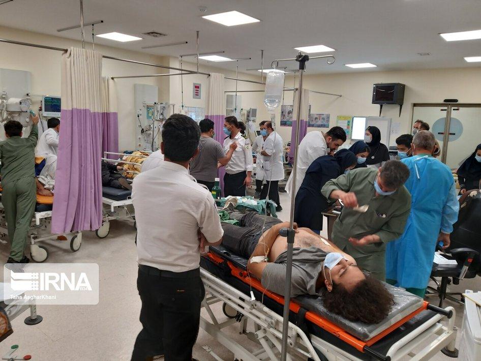 خبرنگاران مجروح حادثه واژگونی اتوبوس + عکس