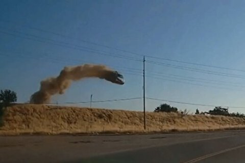 تصادفی وحشتناک که خودرو را به پرواز درآورد!