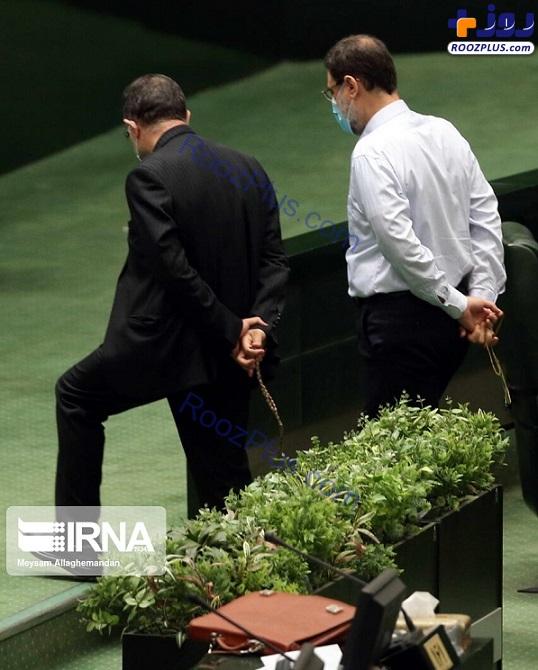 قدم زدن متفاوت نماینده ها در صحن علنی مجلس