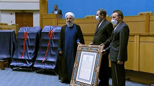 هدیه اعضای دولت به روحانی + عکس