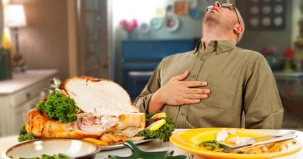 خوردن غذای مفصل چه بلایی بر سر بدن شما میآورد؟
