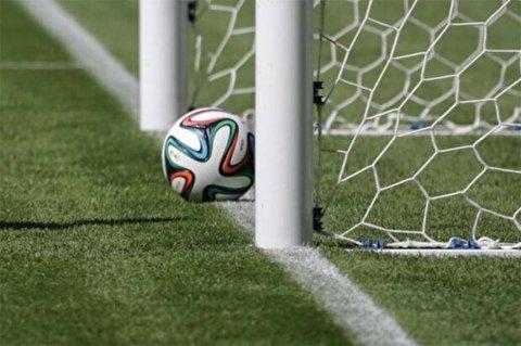 گل دیدنی و خیرهکننده از روی نقطه وسط زمین فوتبال