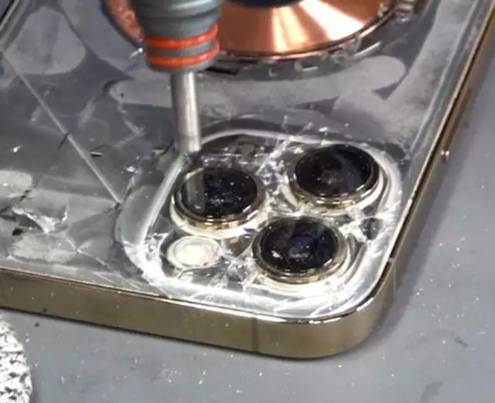 چگونه شیشه شکسته گوشی آیفون بصورت حرفهای تعمیر میشود