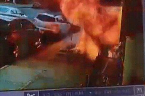 نجات معجزهآسا از مرگ؛ لحظه انفجار وحشتناک پیادهرو در نیویورک