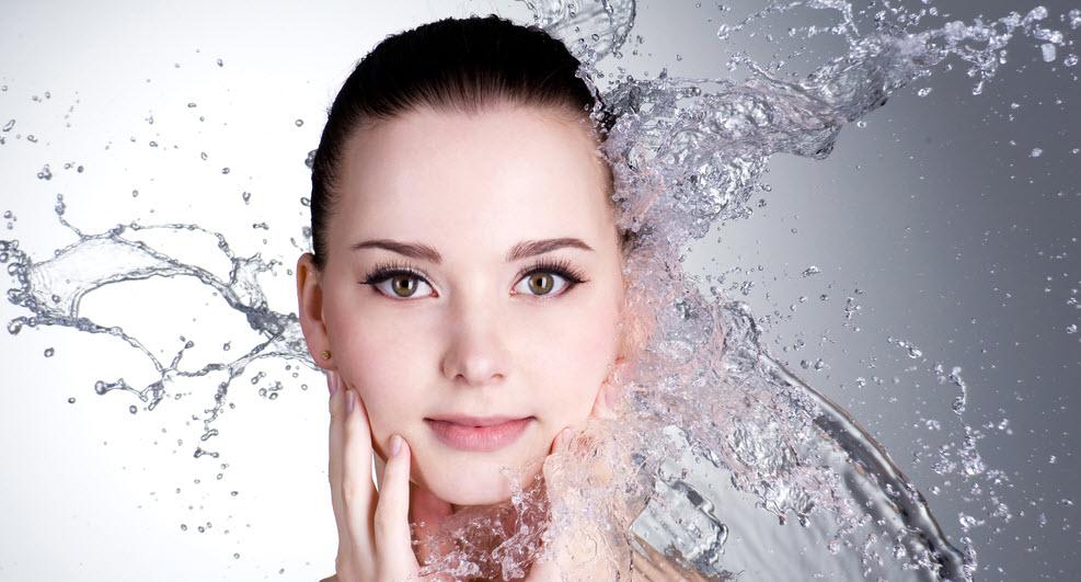 پیشنهادهای عالی برای آبرسانی پوست در منزل