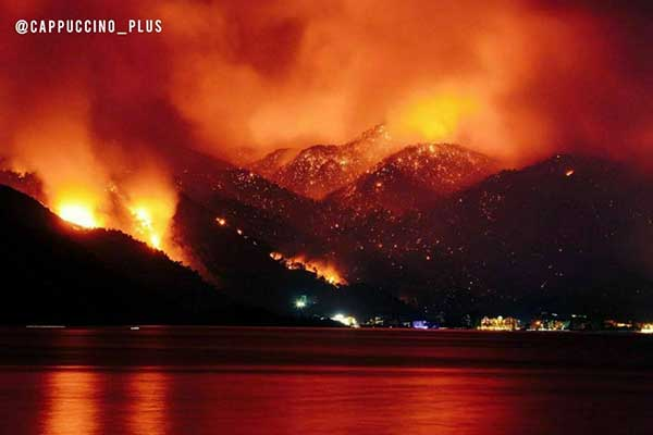 تصویری عجیب از آتشسوزی در آنتالیای ترکیه