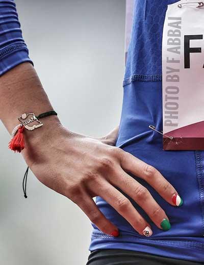 تصاویری از دستبند متفاوت فرزانه فصیحی