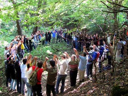 بازداشت ۷۹ عضو یک تور گردشگری مختلط