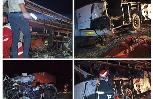 تصادف مرگبار اتوبوس مسافربری با تریلی در یزد