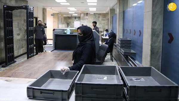 کارکنان زن فرودگاه کابل اینگونه به کار بازگشتند