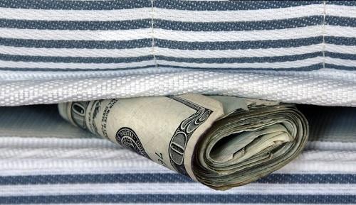 ایرانیها چقدر «پولِ زیرِ تشک» دارند؟