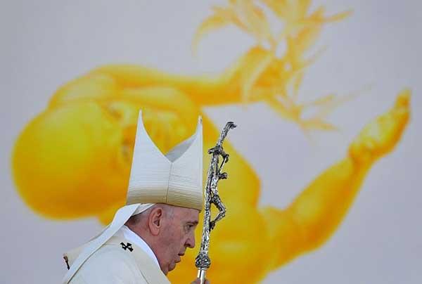 تصویر برگزیده از پاپ فرانسیس در مراسم مقدس