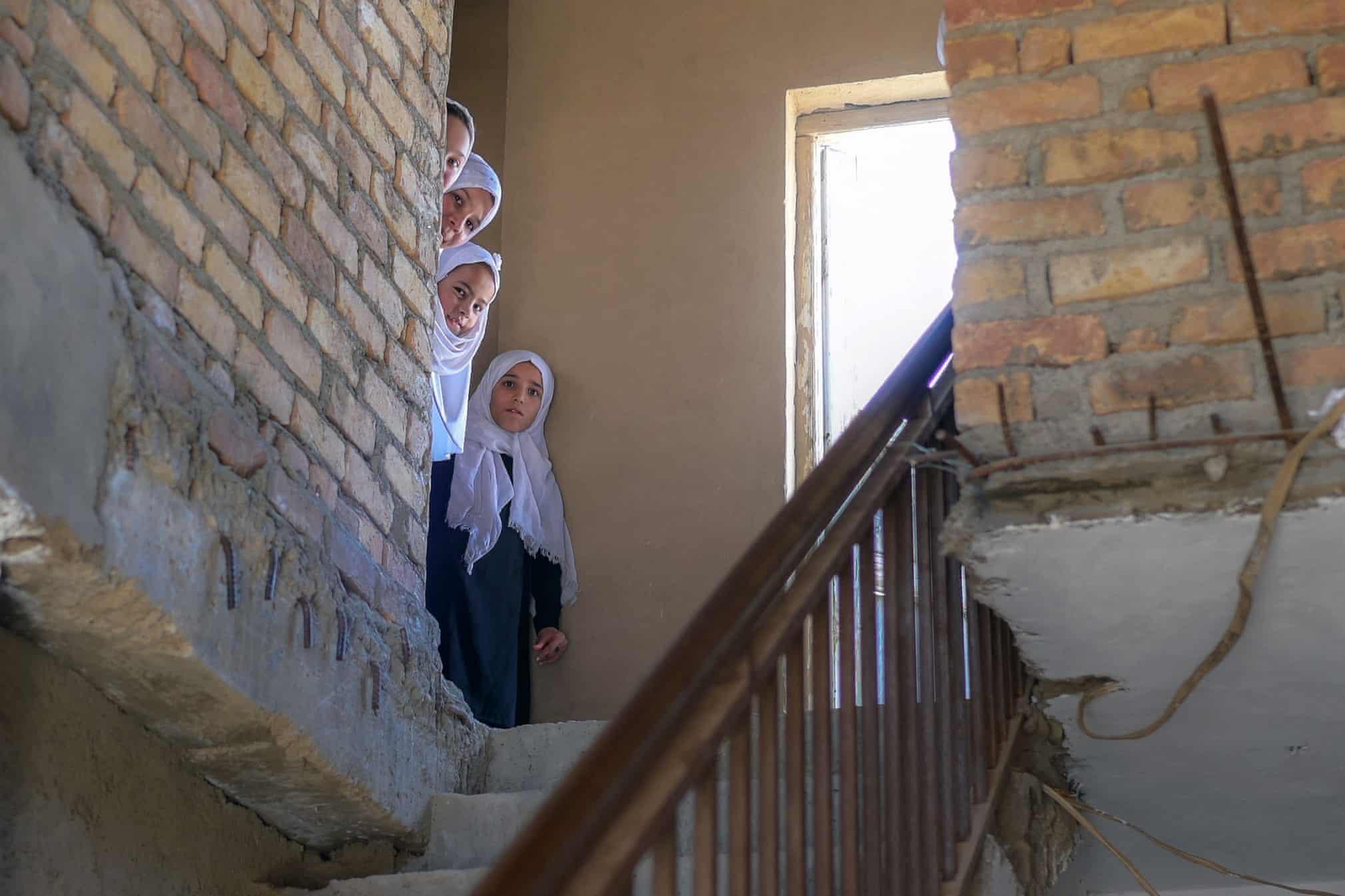 دختربچه های افغانستانی در یک مدرسه پس از تفکیک جنسیتی