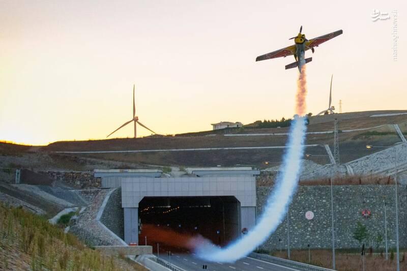 تصویر باورنکردنی از پرواز هواپیما در تونل