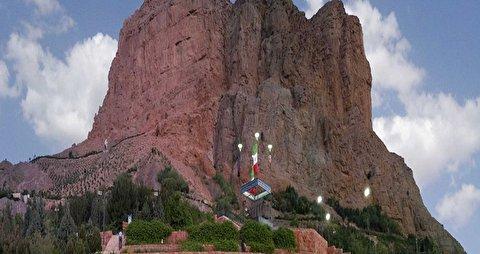 لحظه نجات مرد معلق در کوه صفه اصفهان