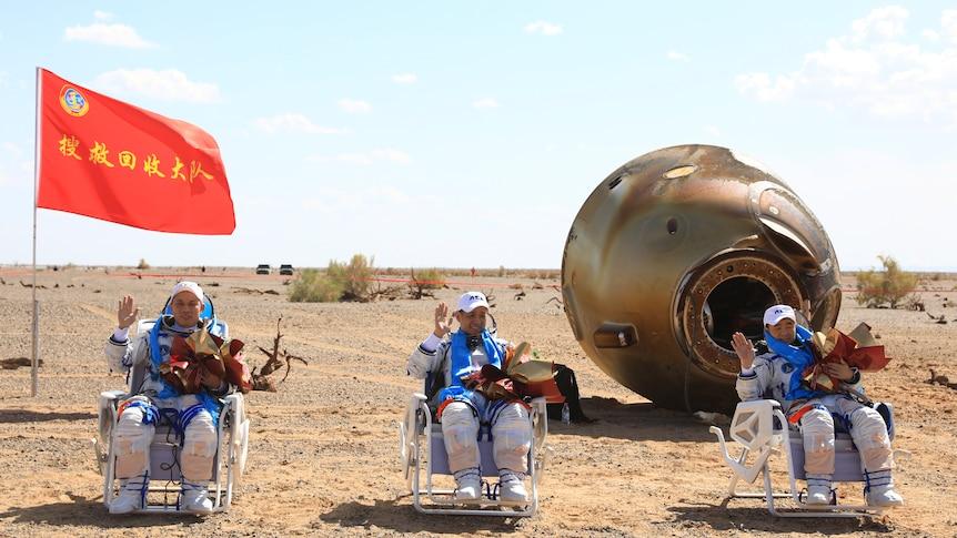 بازگشت 3 فضانورد چینی با کپسول به زمین + عکس