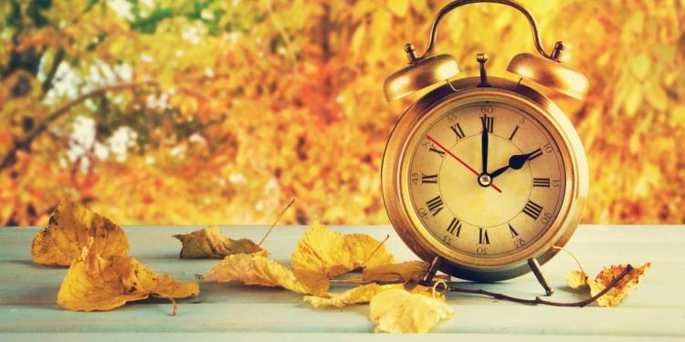 دلیل عقب کشیدن ساعت در اول پاییز چیست؟
