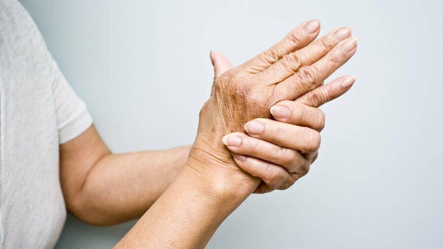 چرا کف دستم میخارد؟