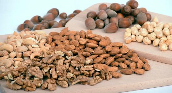 با خوردن بادام زمینی چه اتفاقی در بدن میافتد؟