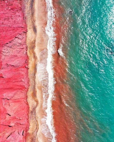 تصویری جذاب از خاکهای رنگی جزیره هرمز