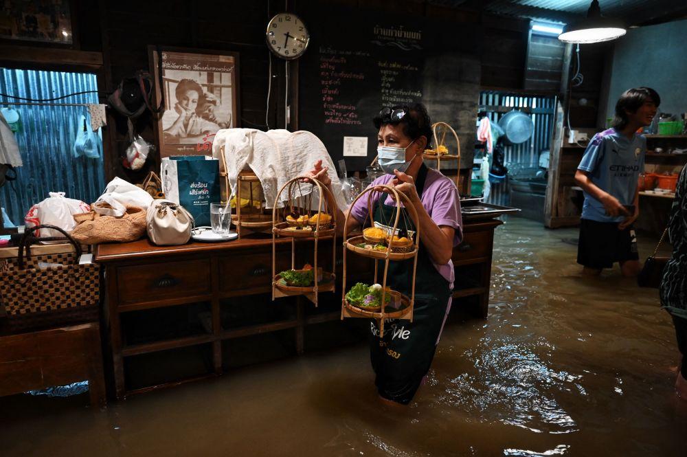 ناهار در کافه سیلزده تایلندی + عکس