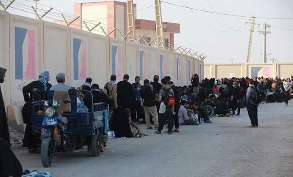 تجمع هزاران زائر ایرانی پشت مرز بسته عراق