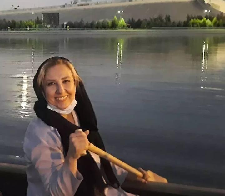 قایق سواری مرجانه گلچین + عکس