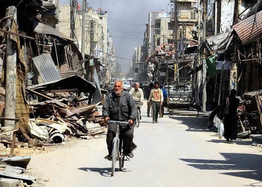 رگههایی از زندگی روزمره در دل ویرانههای جنگ در شهر دوما در منطقه غوطه شرقی شهر دمشق سوریه/ عکس: شینهوا