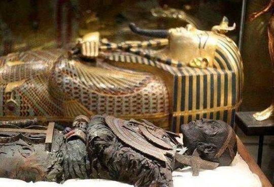 راز مرگ مرموز بازدیدکنندگان یک معبد +تصاویر