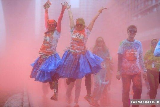 روسیه: شرکت کنندگان در مسابقات رنگ هولی در مسکو پایتخت این کشور