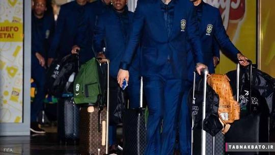 نمایی از لباس های تیم ملی برزیل خارج از زمین فرتبال