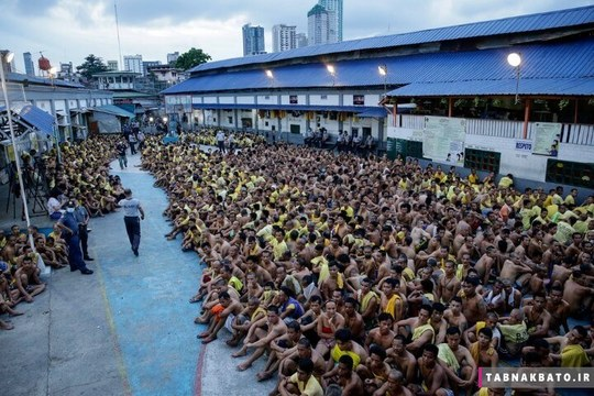 فیلیپین شهر مانیل : صدها زندانی در خارج از سلولهایشان برای بازرسی شدن جمع شده اند.