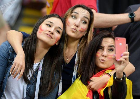 هواداران تیم ملی اسپانیا در بازی بین اسپانیا و ایران