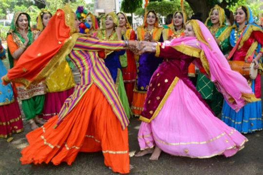 زنان هندی در یک فستیوال سنتی