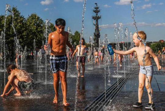 آب بازی در پارکی در مسکو