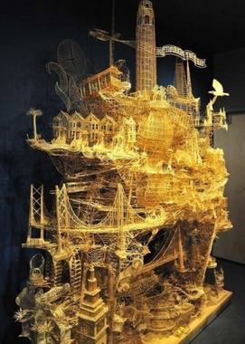 سالها طول کشید تا این شهر تخیلی با جزئیات زیادی که در زیر میبینید با استفاده از بیش از ۱۰۳ هزار چوب کبریت ساخته شد: