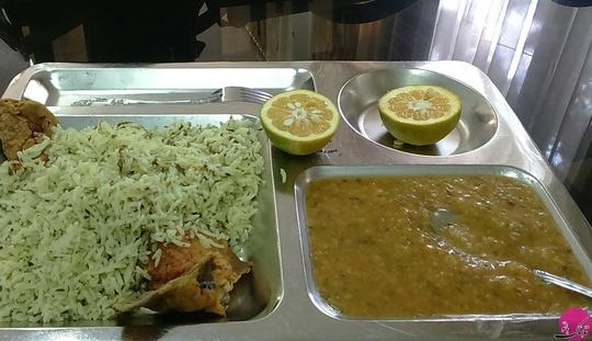 مهدیس سبزواری: عکس غذای دانشجویی- شهید بهشتی آذر 1394