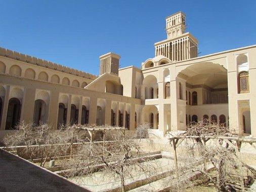 خانه تاریخی آقازاده