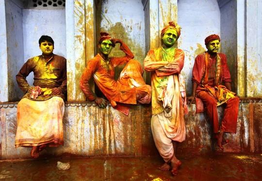 جشنواره پرتاب رنگ در هند