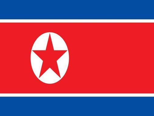 معنی پنهان در پرچم های جهان:رنگ قرمز پرچم کره شمالی رنگ کمونیسم است. این پرچم نوارهای سفید دارد که نشانه پاکی و نوارهای آبی نشانه صلح هستند.