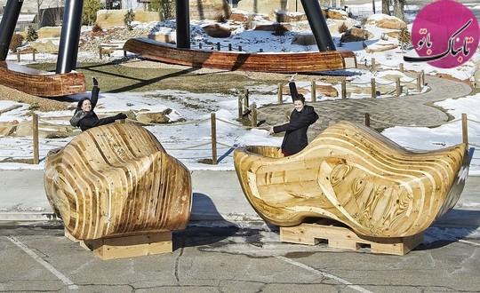 بزرگترین دمپایی های چوبی دنیا.