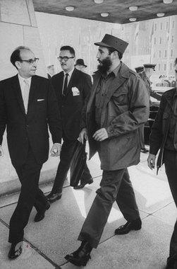 کاسترو در حال ورود به مقر سازمان ملل در نیویورک