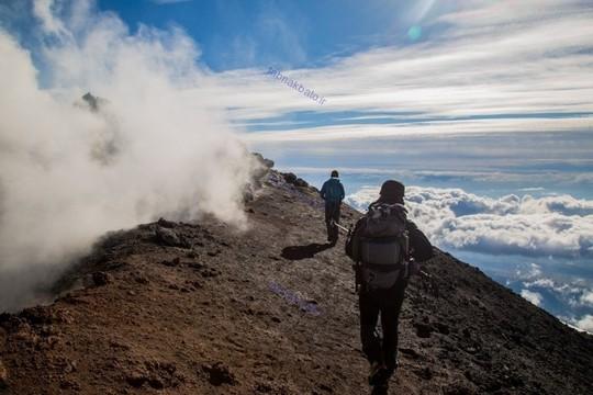 ایتالیا، راه رفتن در کناره های آتشفشان اتنا
